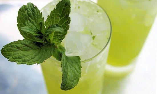 شاهدي طريقة عمل عصير الليمون بالنعناع المثلج